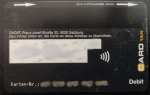 Die Bankomatkarte gibt es eben in weiß und schwarz, die Rückseite der schwarzen DADAT Bankomatkarte sieht so aus